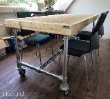 tafel van steigerhout en steigerbuis
