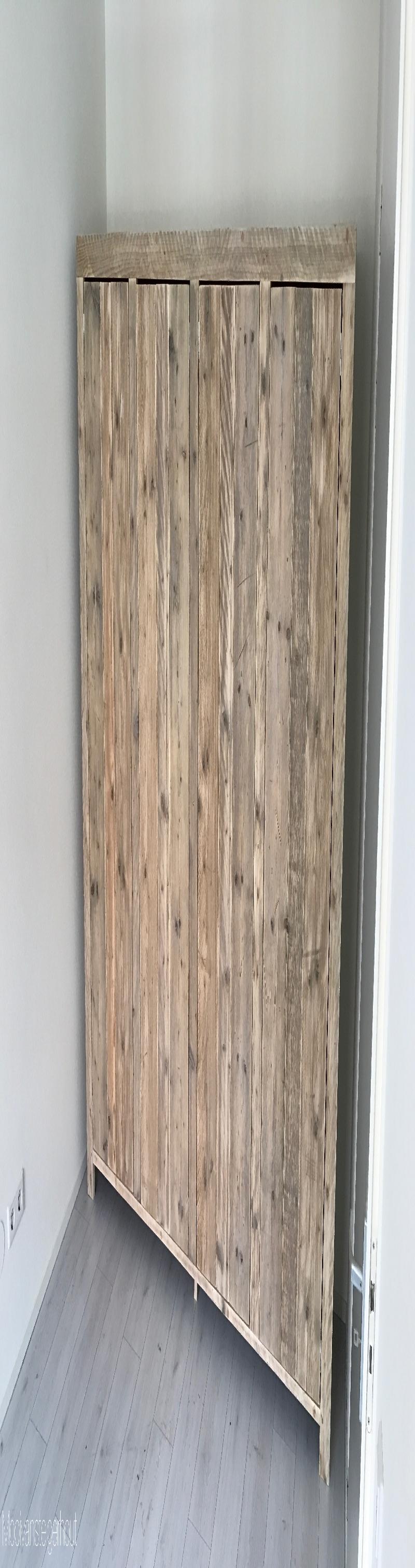 Kledingkast van steigerhout