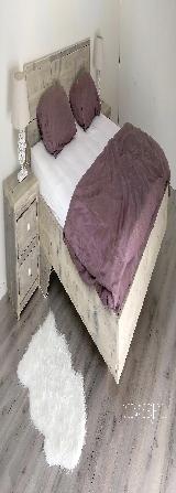 Twee persoons bed van steigerhout.