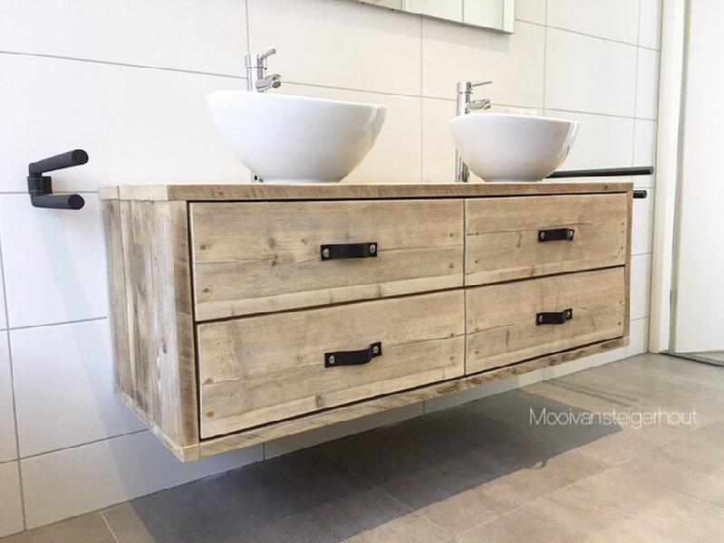 Badkamer meube van steigerhout.