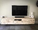 Tv meubel van steigerhout.