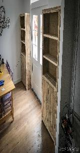 boekenkast van steigerhout.