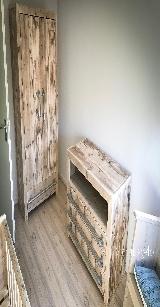 babykamer van steigerhout.